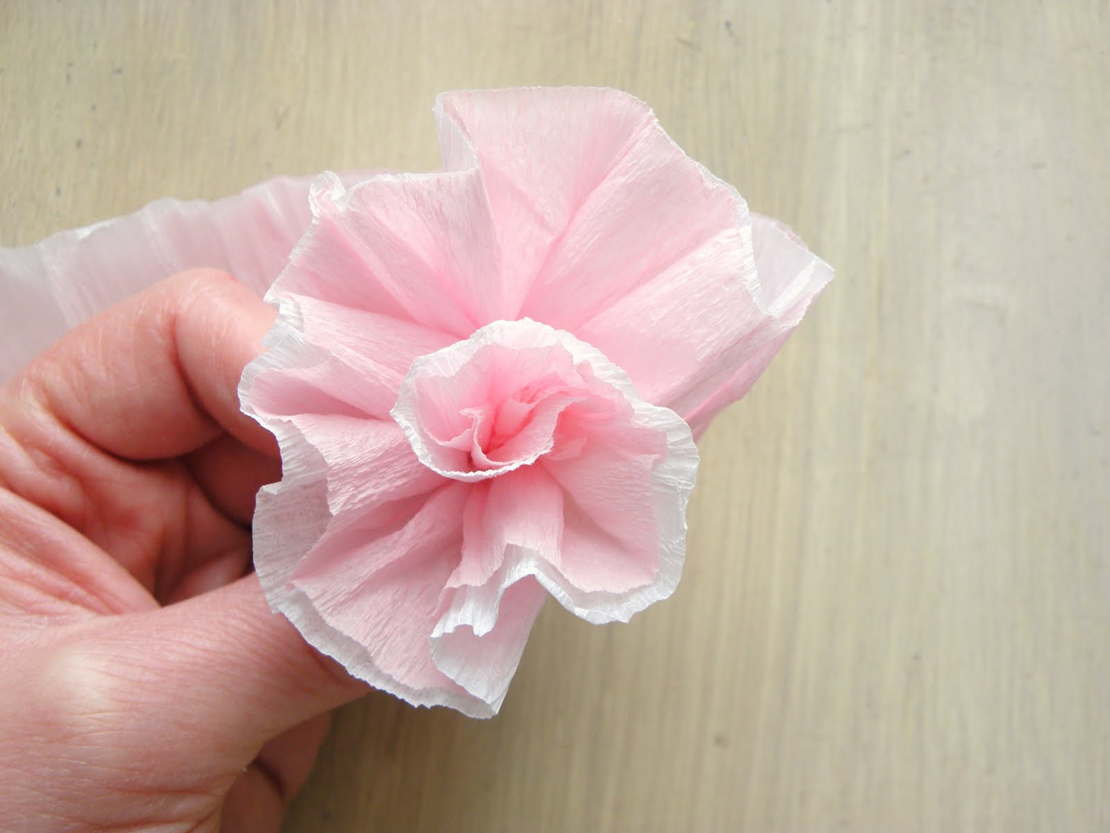 Similiar Making Flowers From Crepe Paper Keywords